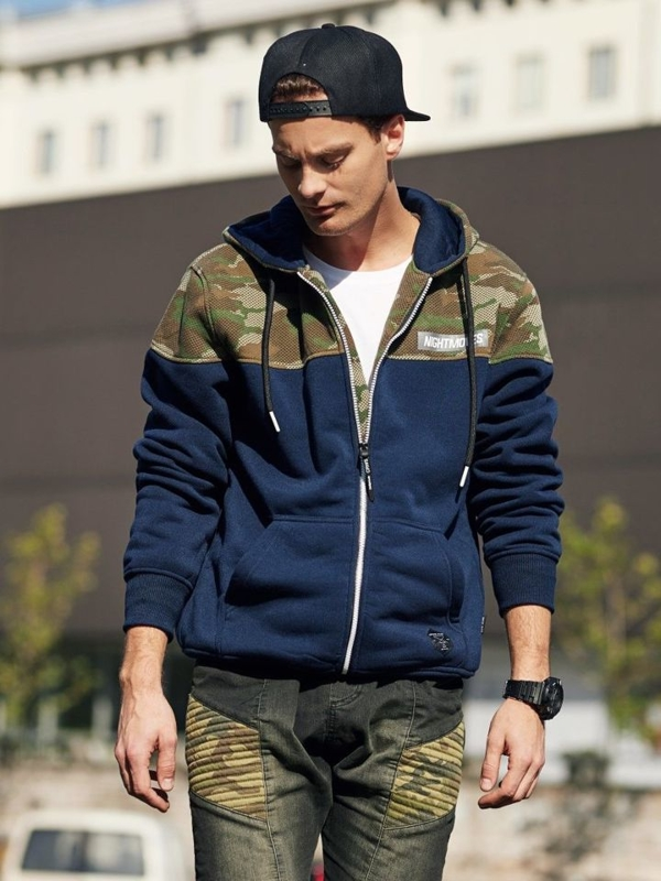 Stylizace č. 340 - hodinky, mikina s kapucí, tričko s dlouhým rukávem bez potisku, džínové jogger kalhoty