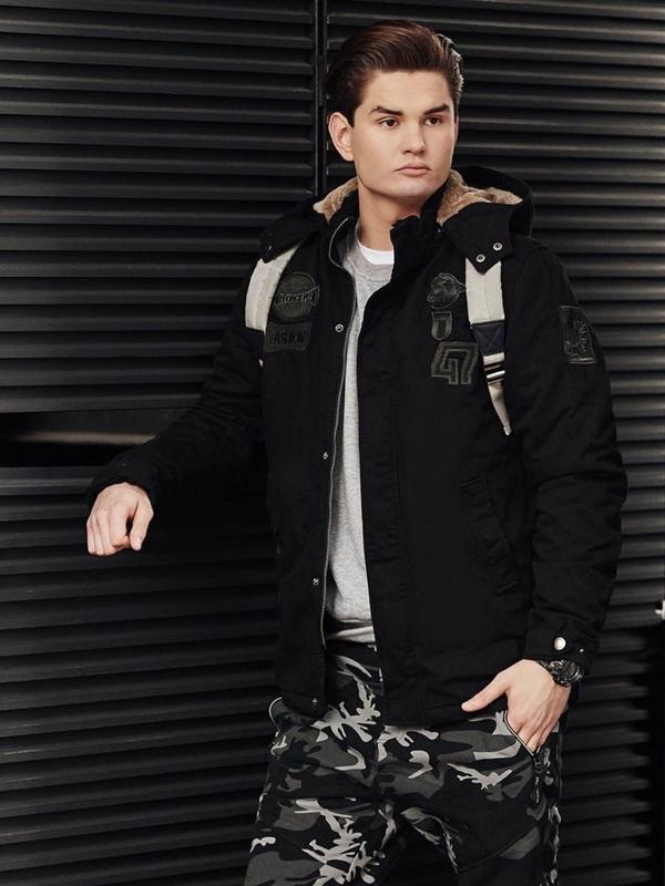 Stylizace č. 376 - hodinky, zimní bunda, mikina, tričko bez potisku, jogger kalhoty