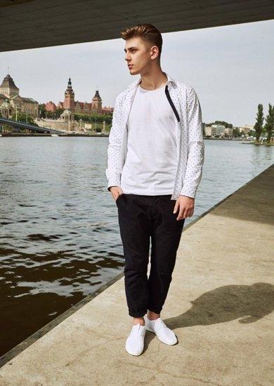 Stylizace č. 13 - košile, tričko, chino kalhoty, obuv