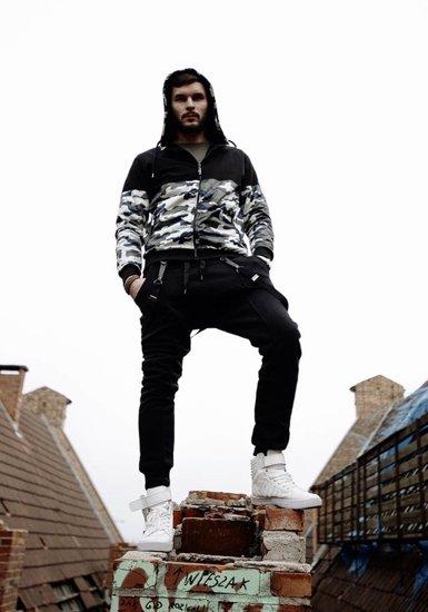 Stylizace č. 186 - mikina s kapucí, baggy kalhoty, tenisky