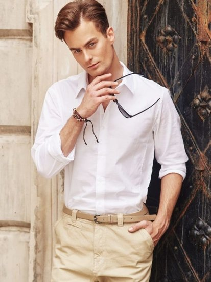 Stylizace č. 295 - brýle, náramek, košile, chino kalhoty