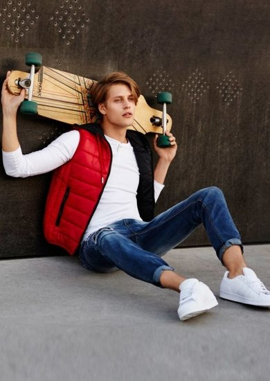 Stylizace č. 62 - vesta, tričko s dlouhým rukávem, džíny
