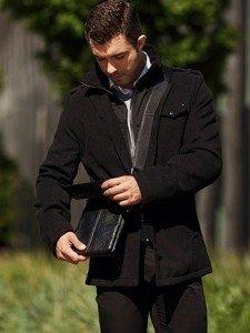 Stylizace č. 312 - zimní kabát, svetr s výstřihem do V, elegantní košile, chino kalhoty, taška